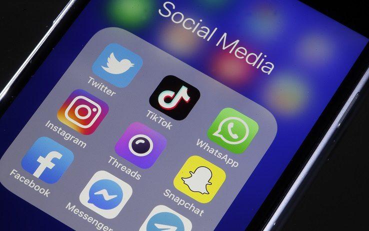 Internet, 50 mln di italiani online o...