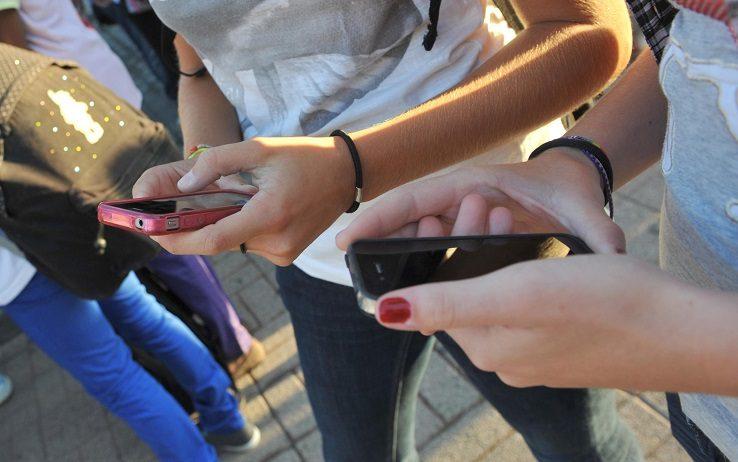 Telefonini, nel mondo 5,9 miliardi di...