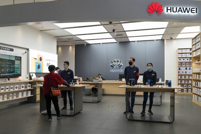 Huawei Mate Xs svelato in streaming, ...
