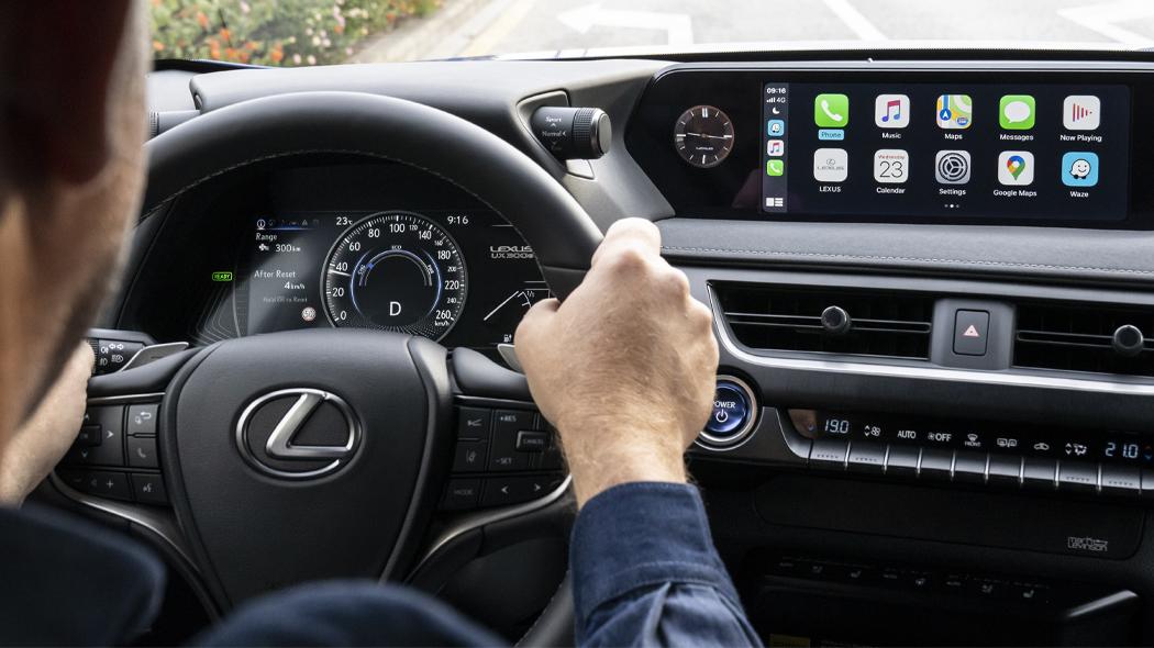 La piena compatibilità del sistema Android Auto e Apple carPlay di Lexus UX 300e
