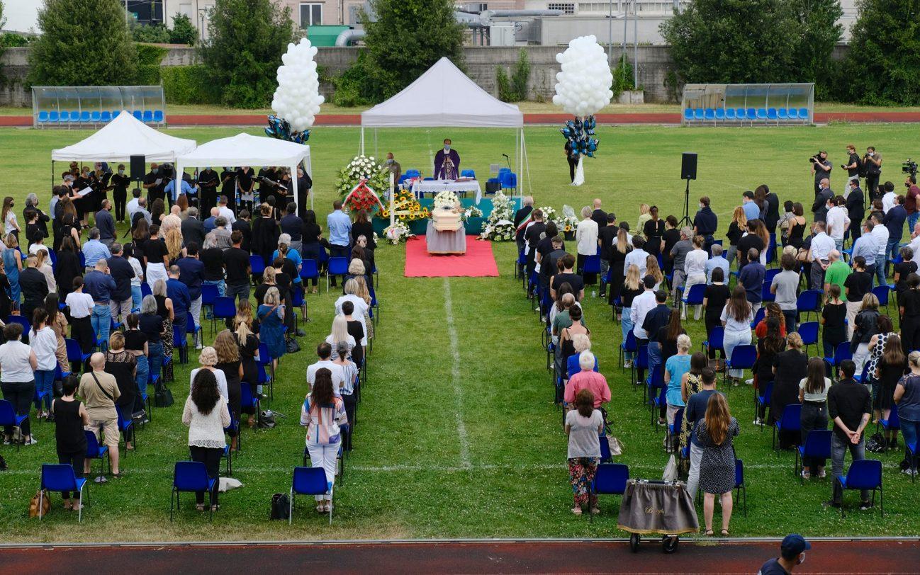 Folla ai funerali di Michele Merlo, il cantante morto il 6 giugno scorso. Stadio calcio di Rosa , Vicenza, 18 Giugno 2021. ANSA/NICOLA FOSSELLA